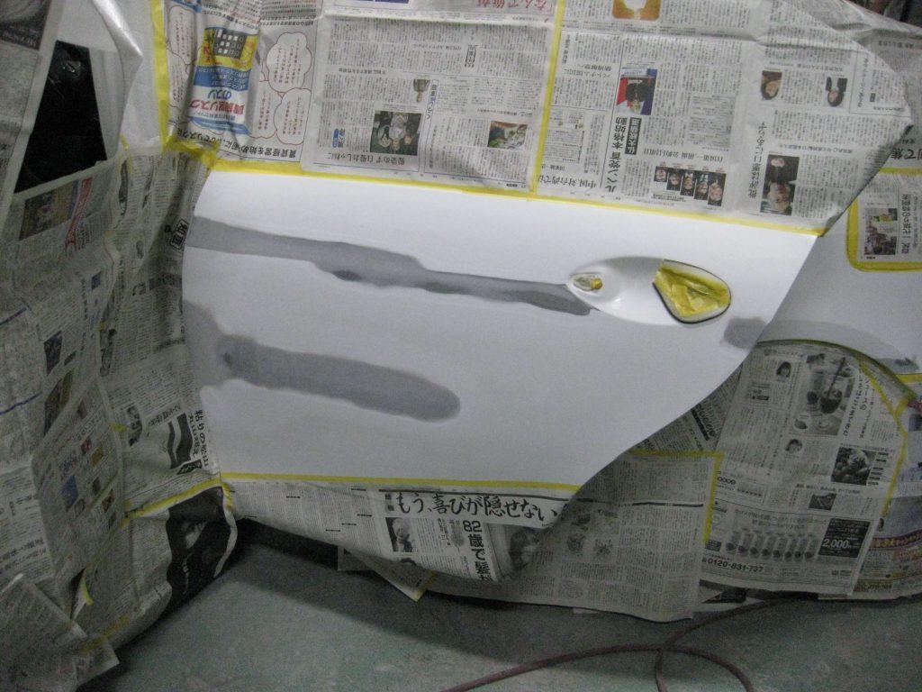 レクサスGS350、左リアドアサフェーサー下地塗装前