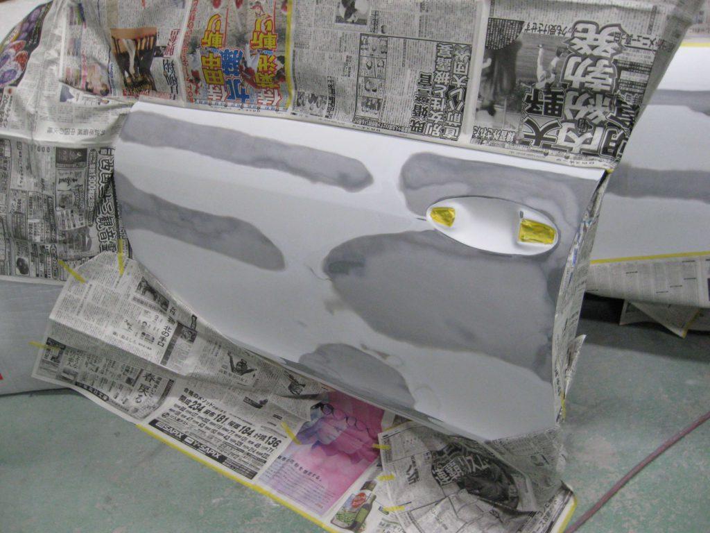 レクサスGS350、左フロントドアサフェーサー下地塗装前