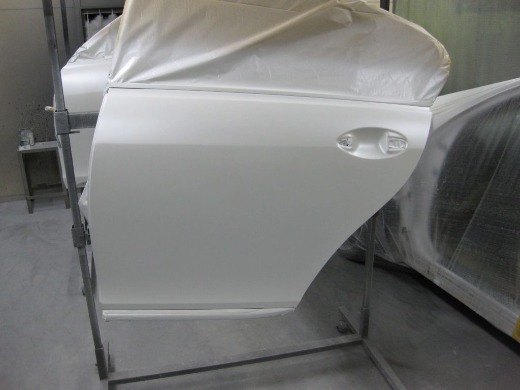 レクサスGS350、左リアドアベースコート、パールベース塗装