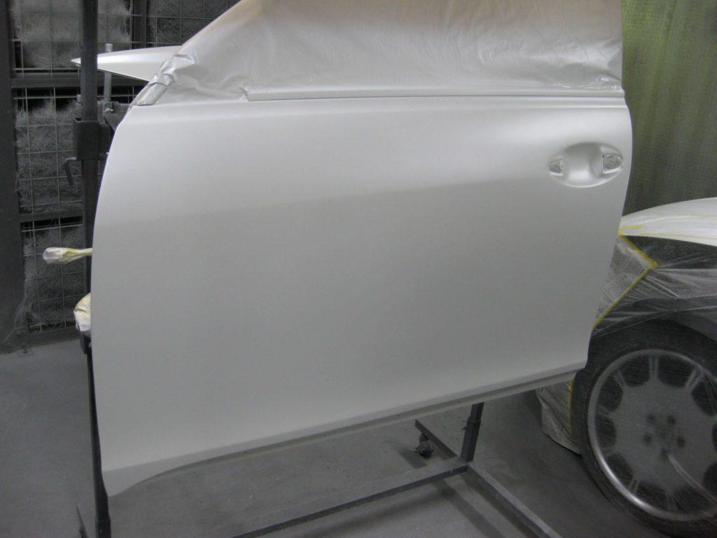 レクサスGS350、左フロントドアベースコート、パールベース塗装