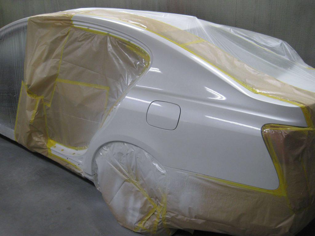 レクサスGS350、左クォーターパネルクリアー塗装
