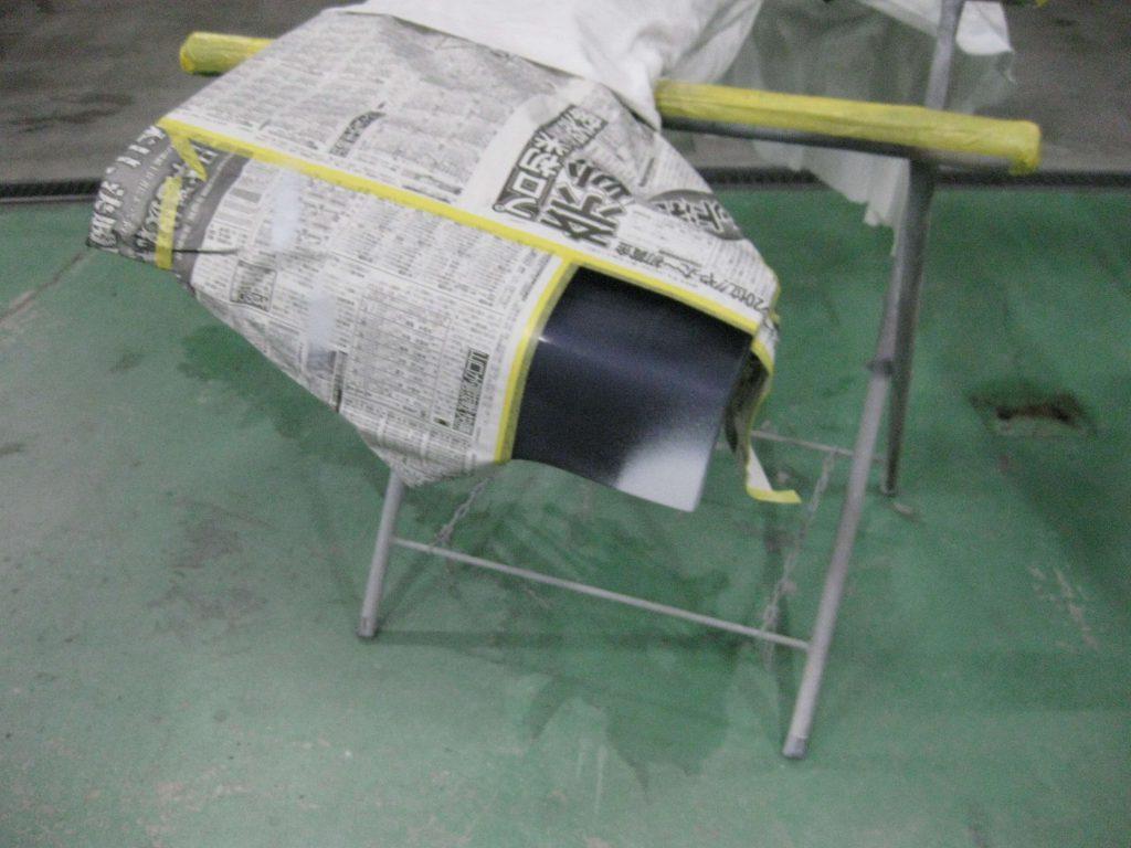 ダイハツ・タント、リアバンパーサフェーサー塗布