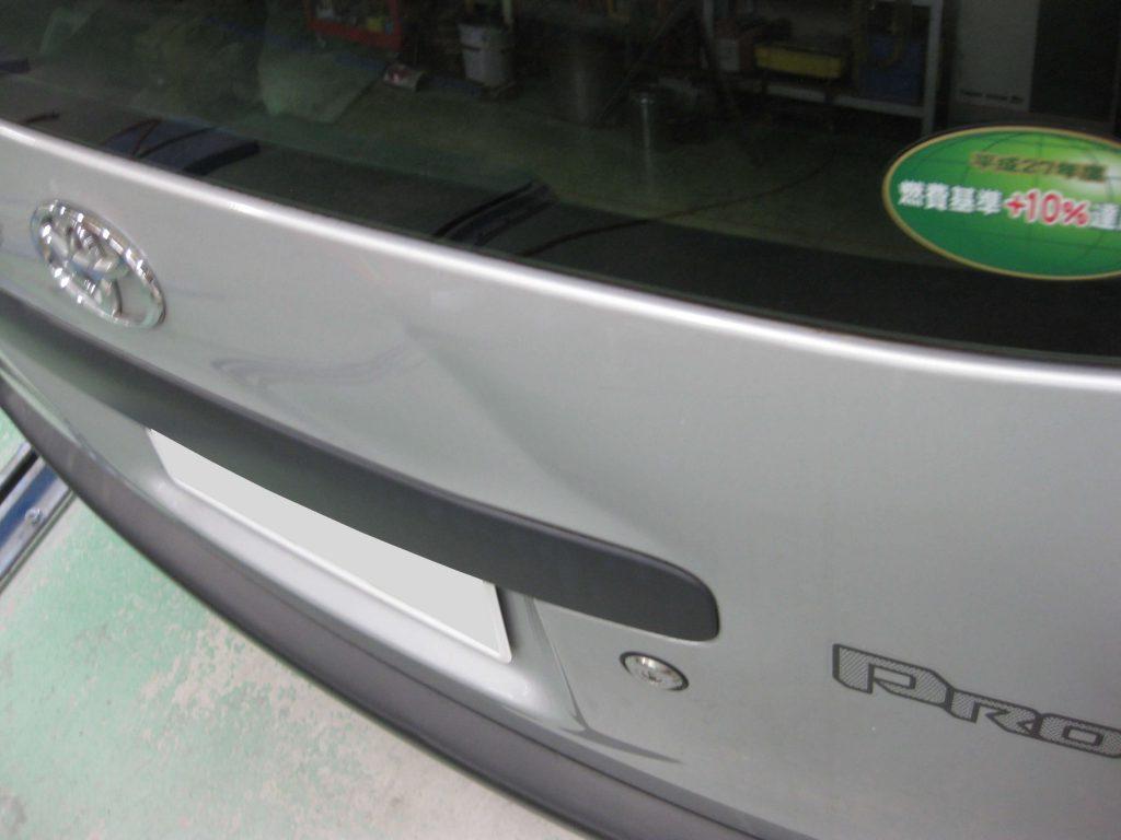 トヨタ・プロボックス、バックドア損傷箇所