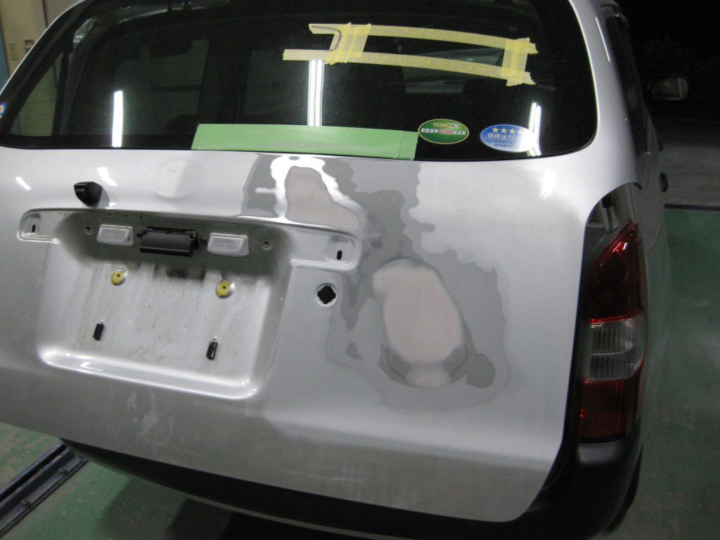 トヨタ・プロボックス、バックドアパテ修正後