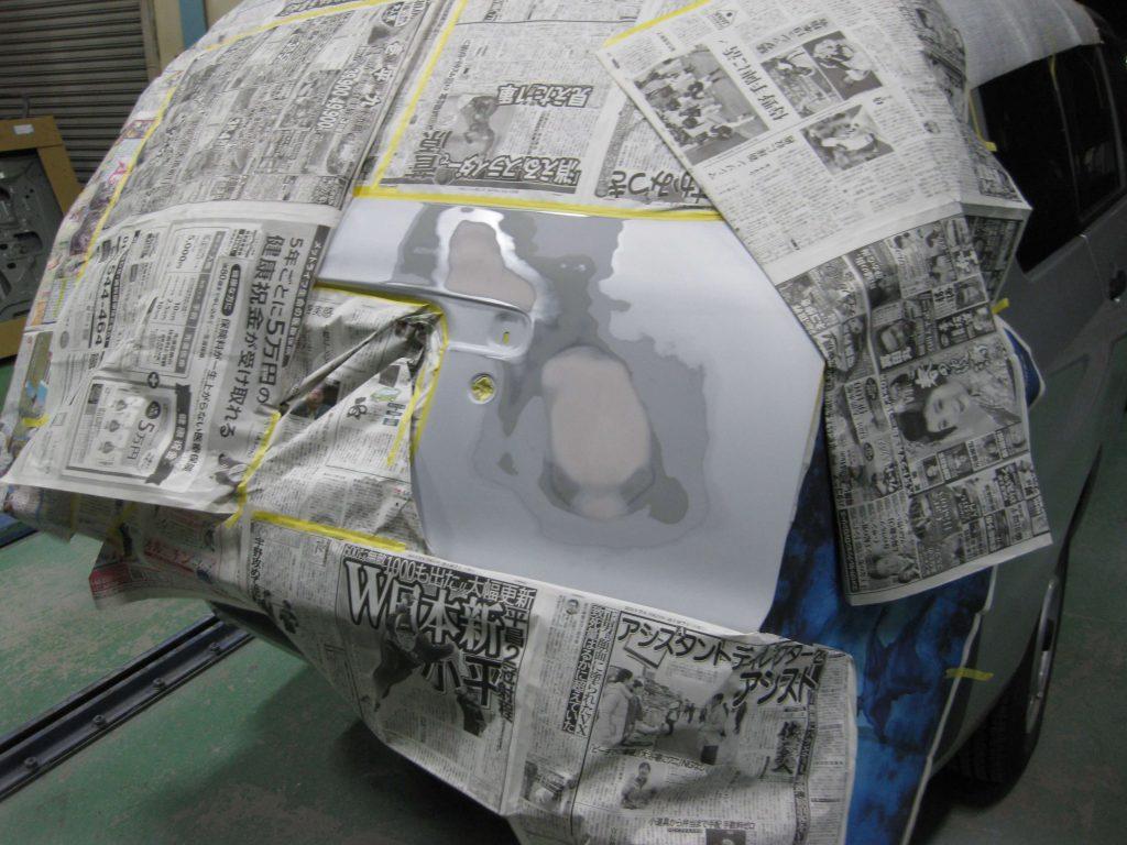 トヨタ・プロボックス、バックドアサフェーサー下地塗装前