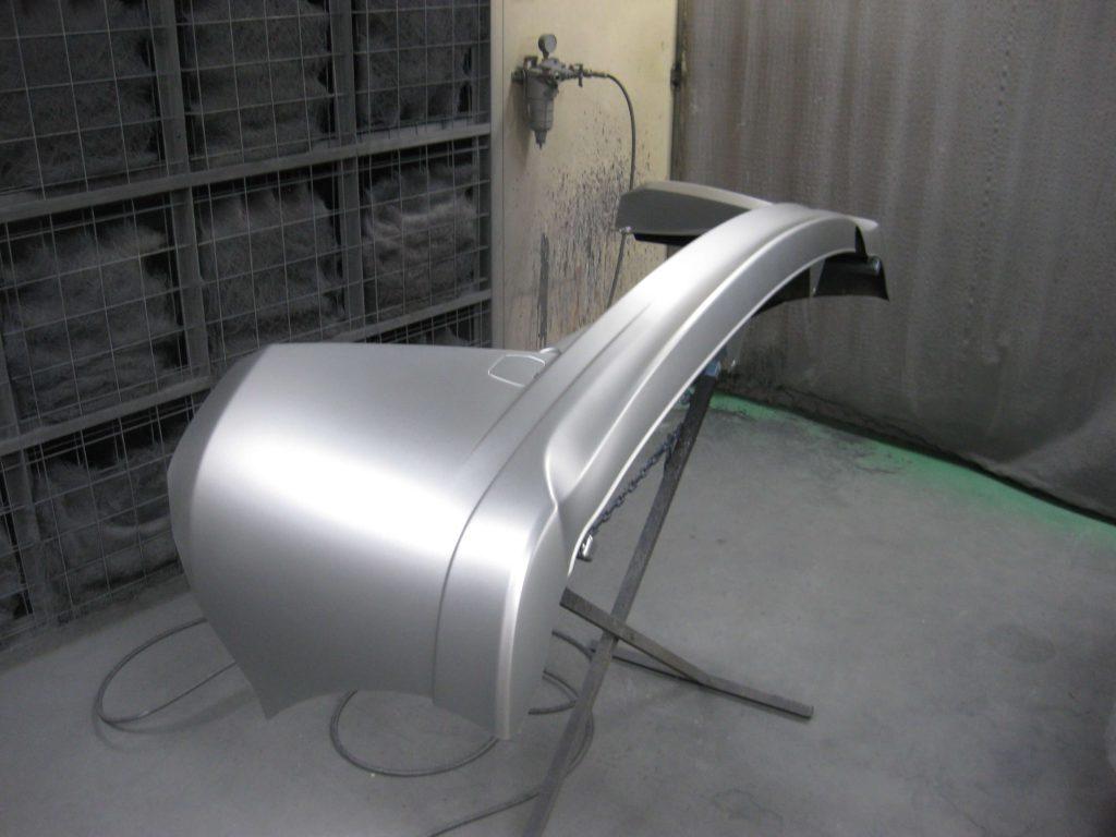 ホンダ・フリードスパイク、リアバンパーベースコート塗装