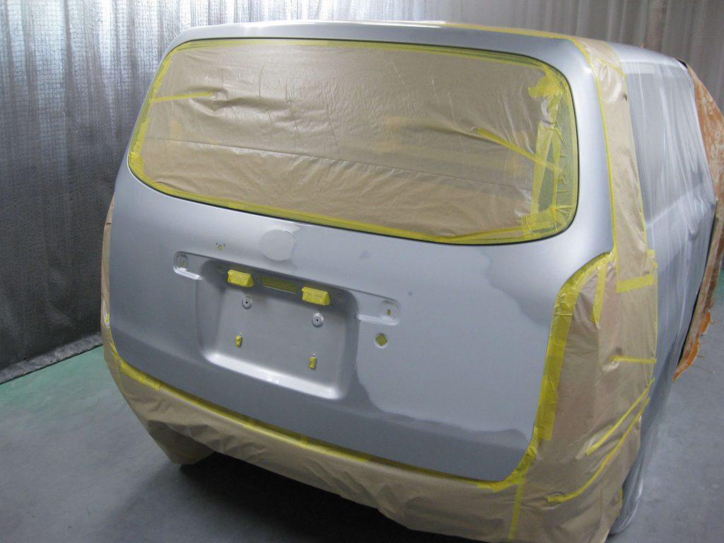 トヨタ・プロボックス、バックドア塗装前