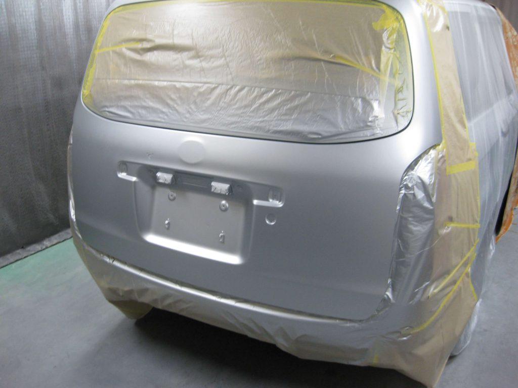 トヨタ・プロボックス、バックドアベースコート塗装