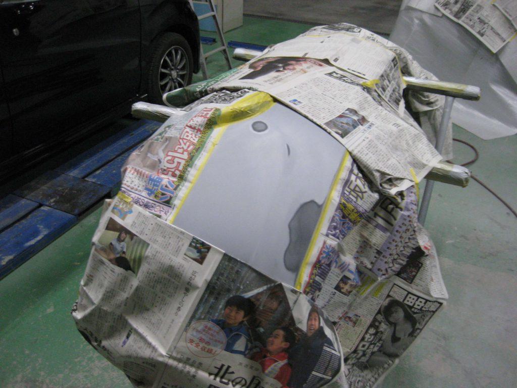 スバル・フォレスター、バンパーサフェーサー塗布