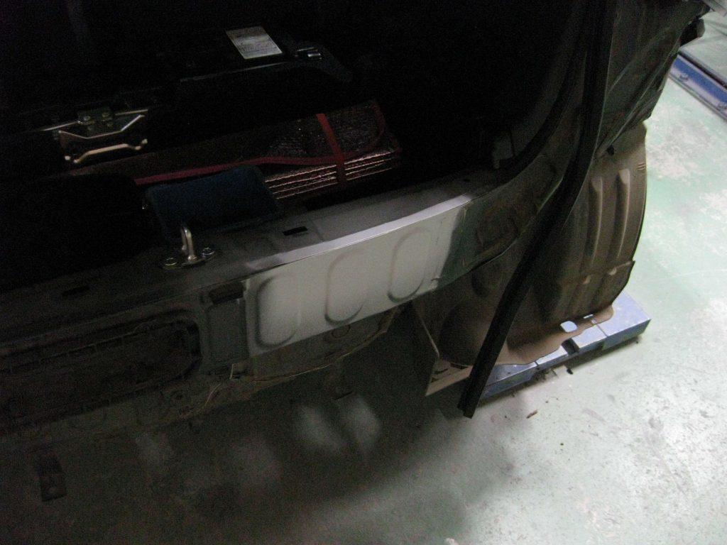 ホンダ・N-WGN、バックパネルサフェーサー塗布