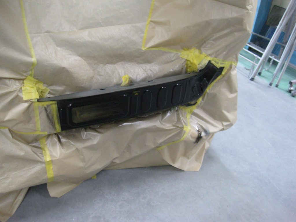 ホンダ・N-WGN、バックパネル塗装