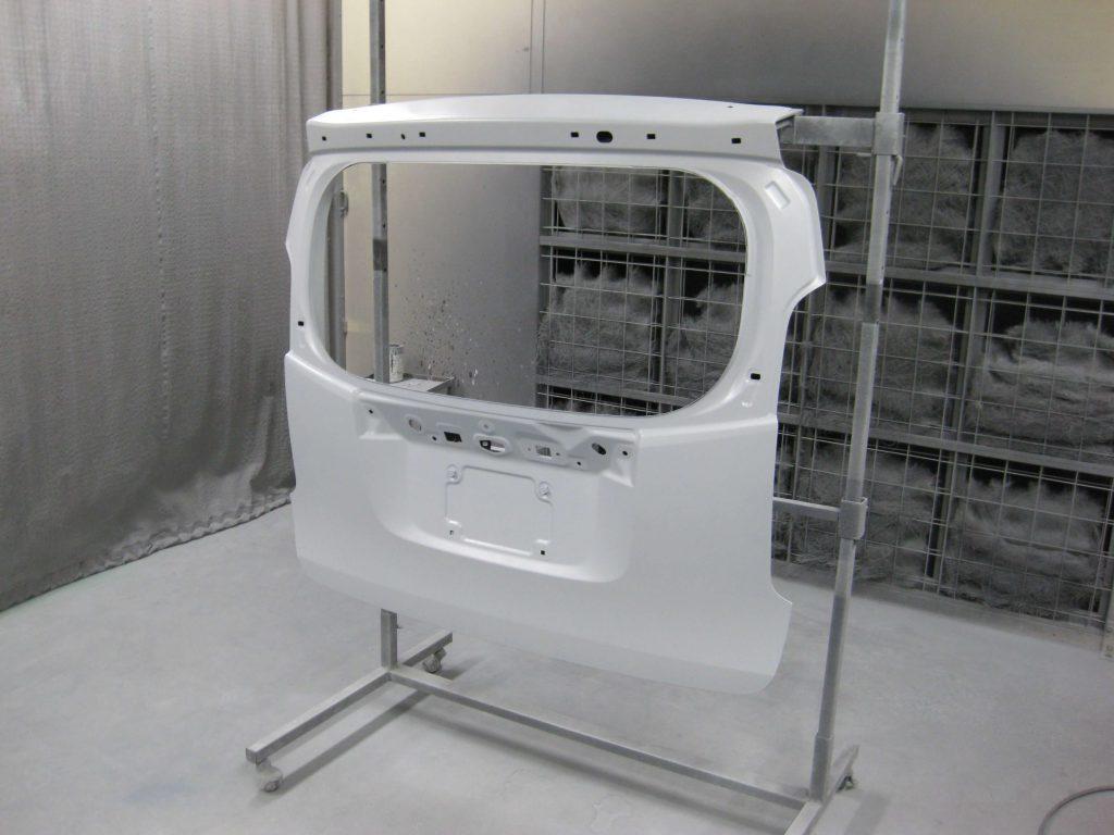 ホンダ・N-WGN、バックドアサフェーサー塗布