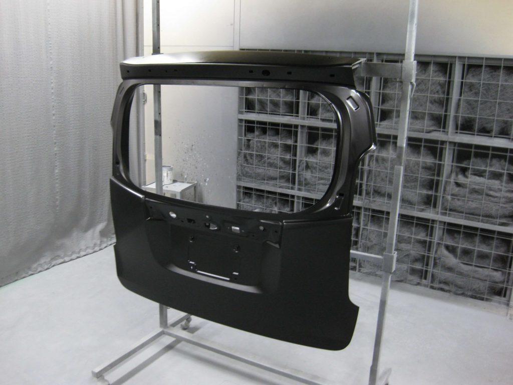 ホンダ・N-WGN、バックドアベースコート塗装