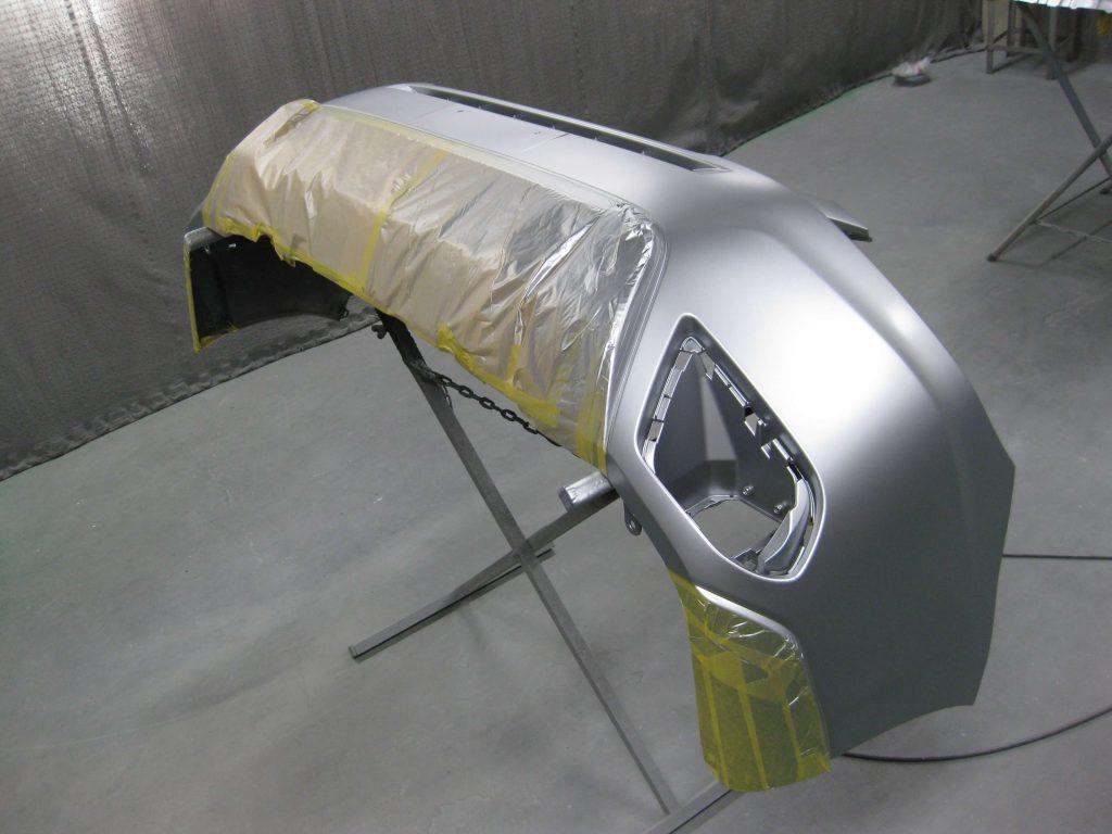 スバル・フォレスター、バンパーベースコート塗装