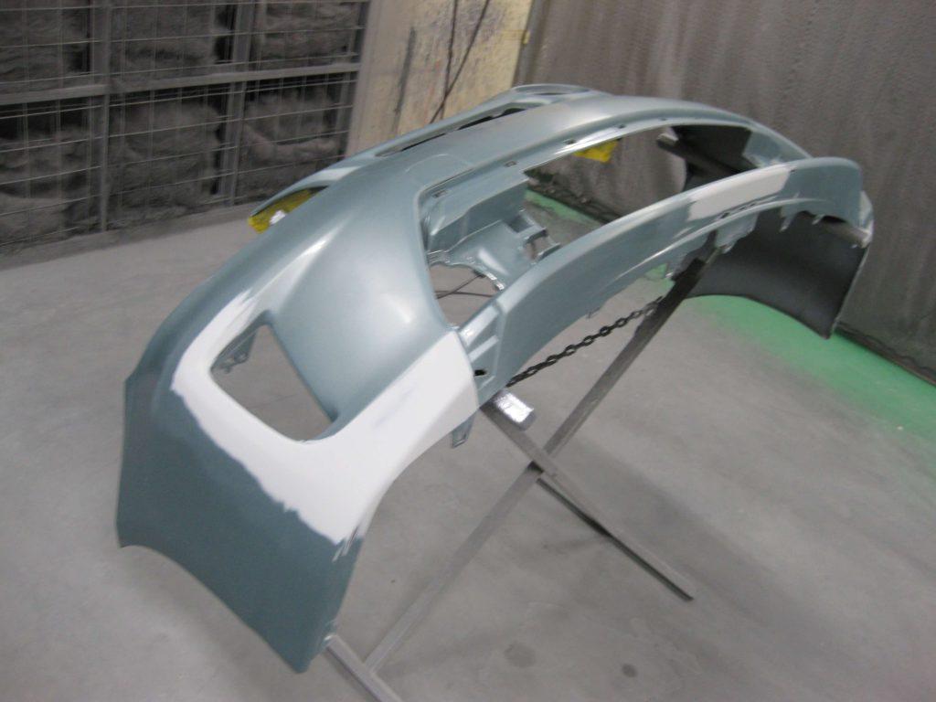 トヨタ・プリウス、フロントバンパー塗装前