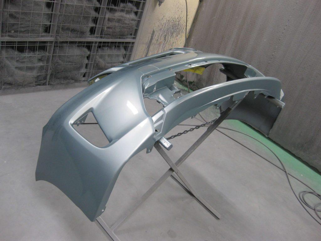トヨタ・プリウス、フロントバンパークリアー塗装