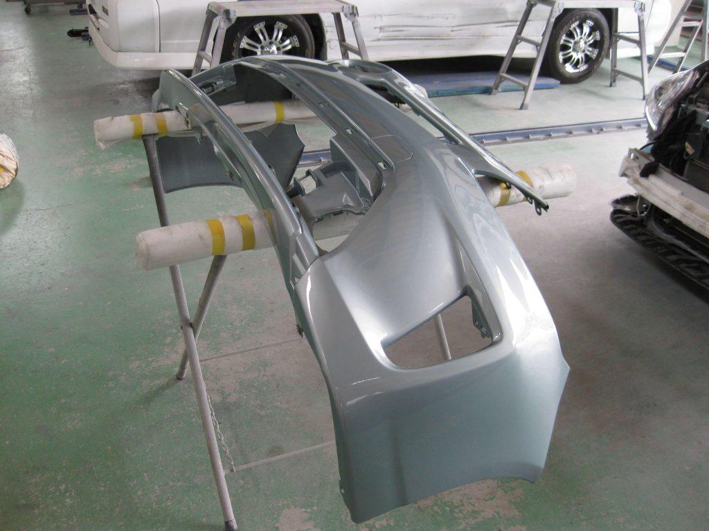トヨタ・プリウス、フロントバンパー部品の取り付け前