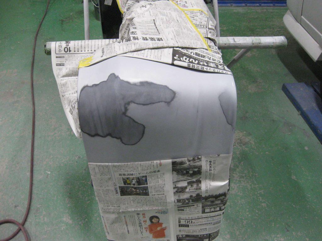 トヨタ・ウィッシュ、リアバンパー サフェーサー下地塗装前