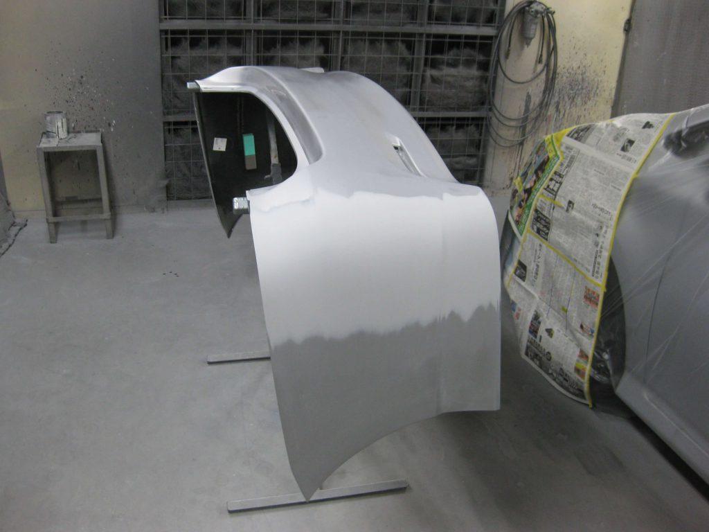 トヨタ・ウィッシュ、リアバンパー塗装前