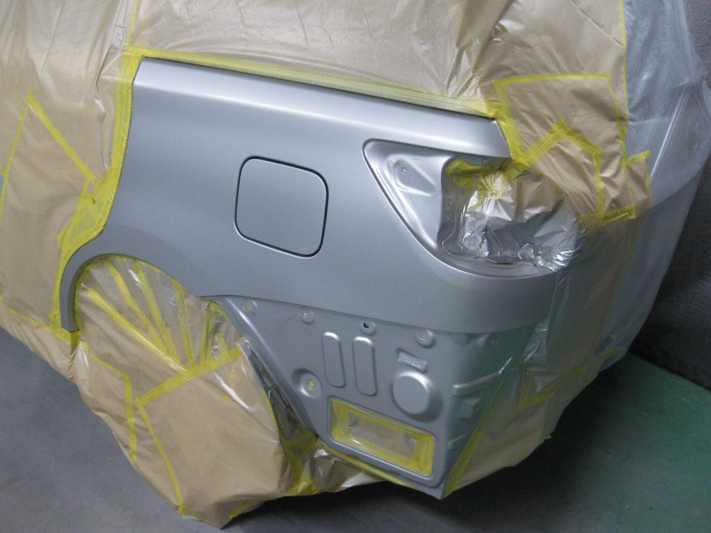 トヨタ・ウィッシュ、クォーターパネルベースコート塗装