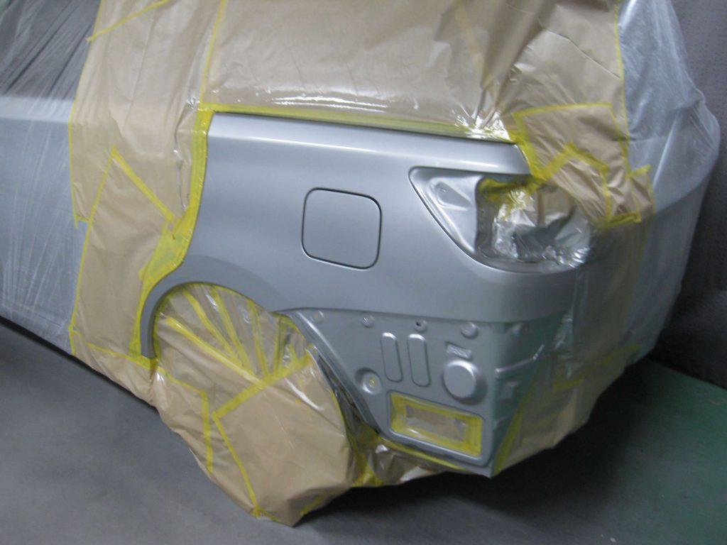 トヨタ・ウィッシュ、クォーターパネルクリアー塗装
