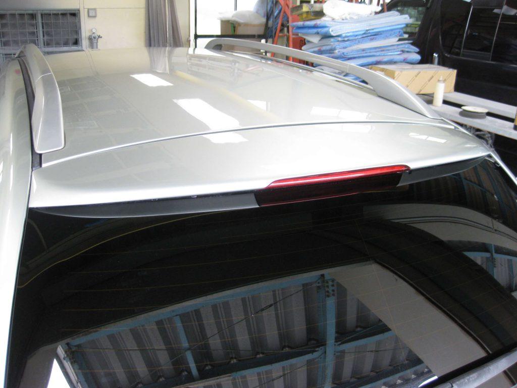 トヨタ・アベンシス、バックドアスポイラー修理完了