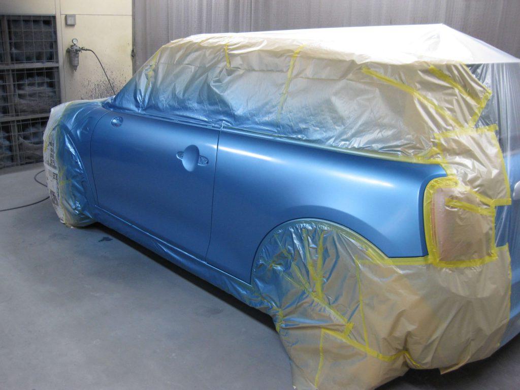 ミニ・クーパーS、フロントドアベースコート塗装