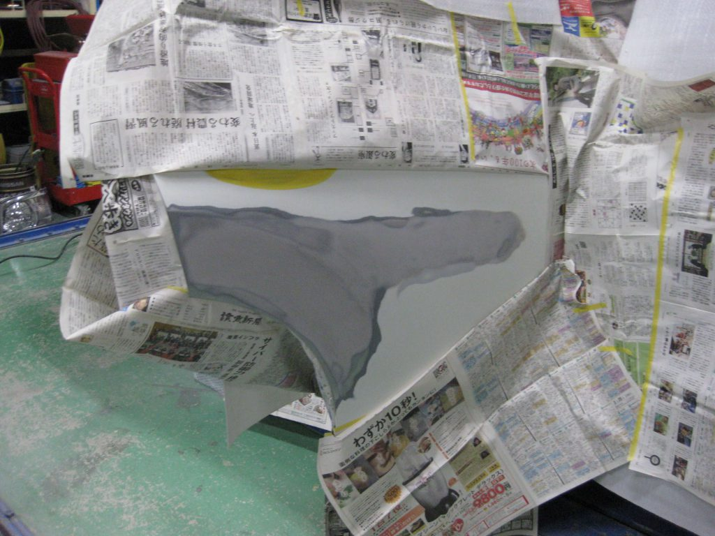 日産・エクストレイル、リアドアサフェーサー下地塗装前