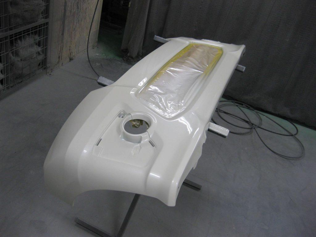 ホンダ・N-BOX、フロントバンパークリアー塗装
