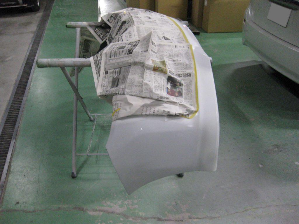 トヨタ・ウィッシュ、フロントバンパー、サフェーサー塗布