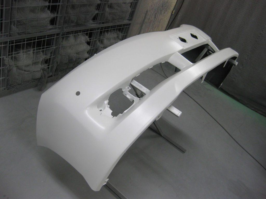 トヨタ・ウィッシュ、フロントバンパー、ベースコート塗装