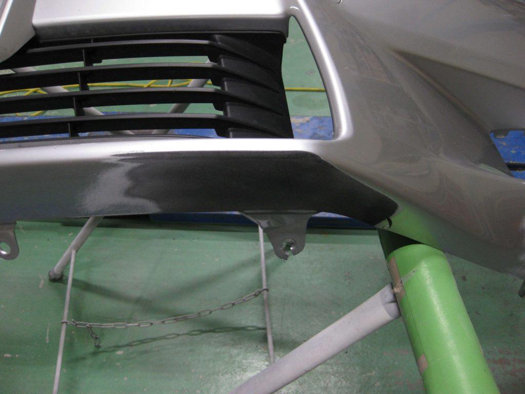 レクサスGS350、フロントバンパー下中央板金修理