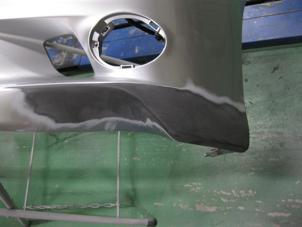 レクサスGS350、フロントバンパー左下板金修理