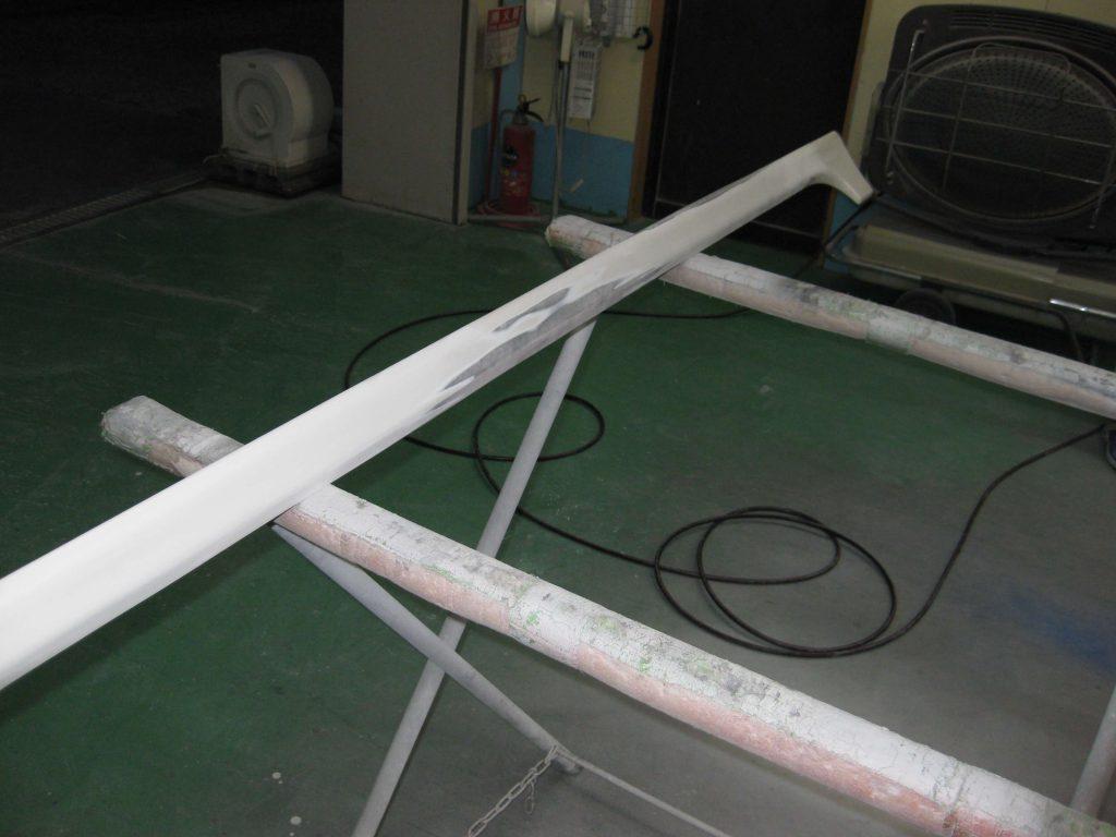 ダイハツタント、板金修理中のサイドマットガード