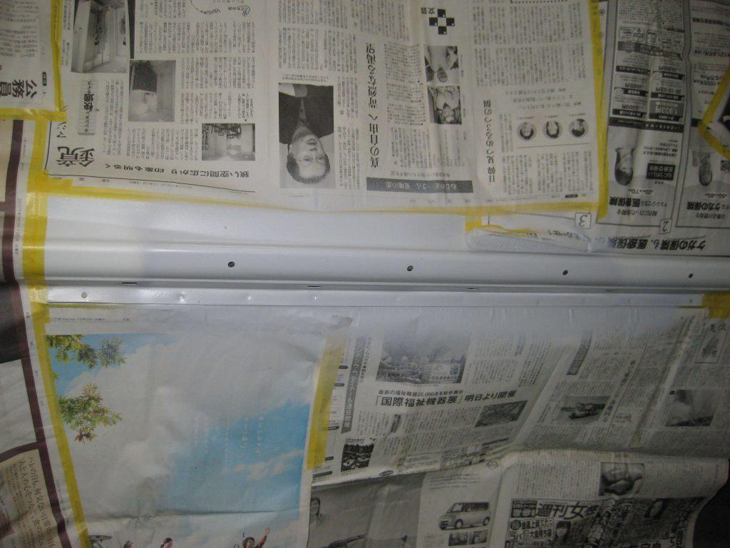 ダイハツタント、ロッカーパネルサフェーサー塗布