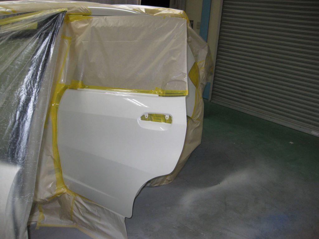 ホンダフィット、リアドア塗装