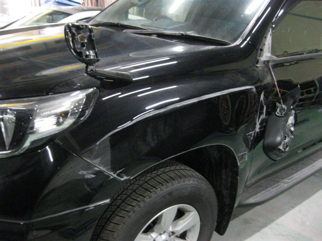 トヨタ・ランドクルーザープラド、バンパー・フェンダー、損傷部の確認
