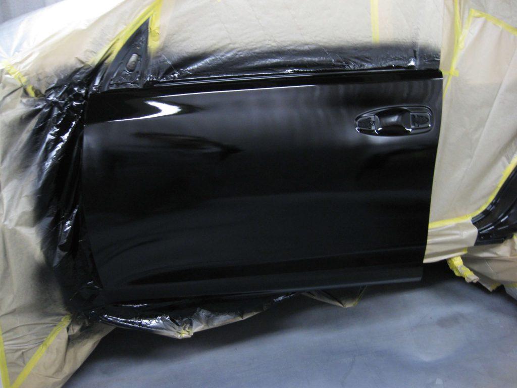 トヨタ・ランドクルーザープラド、フロントドア、ベースコート塗装