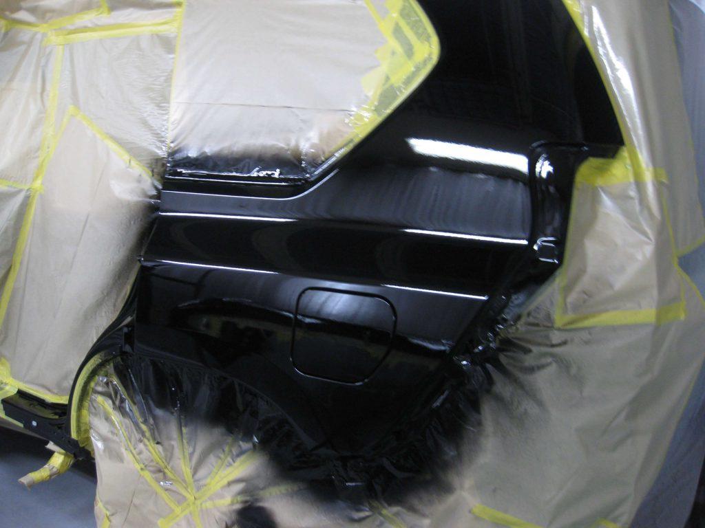 トヨタ・ランドクルーザープラド、クォーターパネル、ベースコート塗装